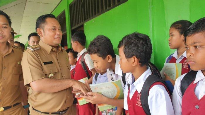 Kunjungi Sekolah Rusak SDN Samudrajaya 04, Begini Reaksi Bupati Bekasi
