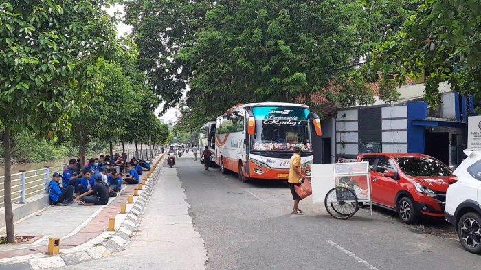 Aksi Buruh Bekasi Tolak RUU Omnibus Law di DPR-RI Batal Usai Disekat Polisi di Sejumlah Titik