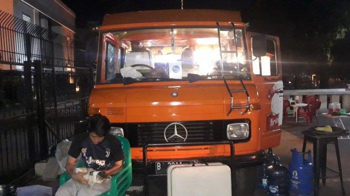 Bus Mercy Lawas 1984 Ini Disulap Jadi Foodtruck Mie Aceh di Tebet, Pemilik Pasang Klakson Sepeda