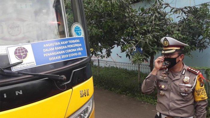 Kelabui Petugas, Dua Bus Dengan Stiker Palsu Angkut Pemudik Dikandangkan di Satpas SIM Daan Mogot