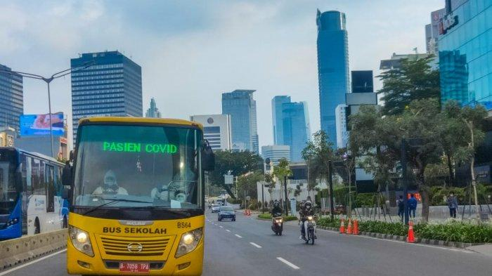 Dalam Sehari, Bus Sekolah DKI Bantu Antar Ratusan PasienPositif Covid-19 ke RS Rujukan