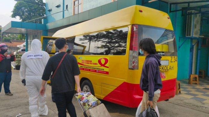 Bus Sekolah DKI Jakarta Evakuasi 218 Pasien Covid-19 dari 15 Puskesmas
