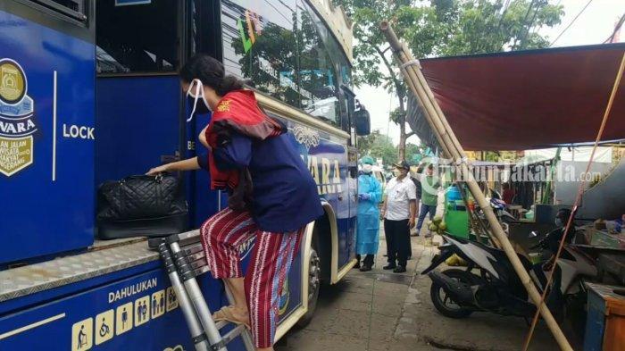 Diangkut Bus Tayo, Keluarga Semangati Pasien Positif Covid-19 di Tangerang: Sekalian Jalan-jalan