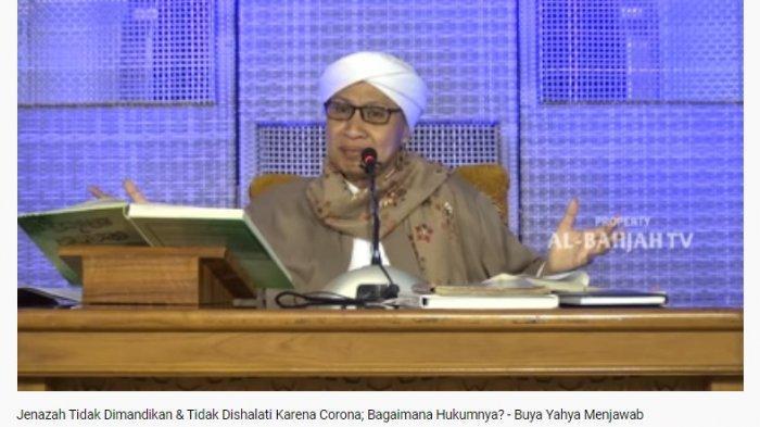 Buya Yahya saat menjelaskan hukum tak memandikan jenazah yang meninggal karena virus corona.