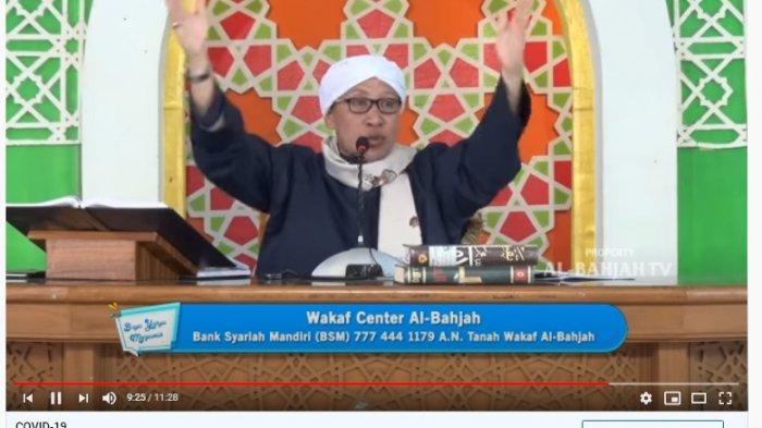 Buya Yahya saat menjelaskan terkait zakat fitrah.