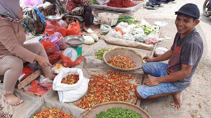 Harga Rawit Merah Meroket, Pedagang Nasi di Bekasi Atasi Beli Cabai Campur