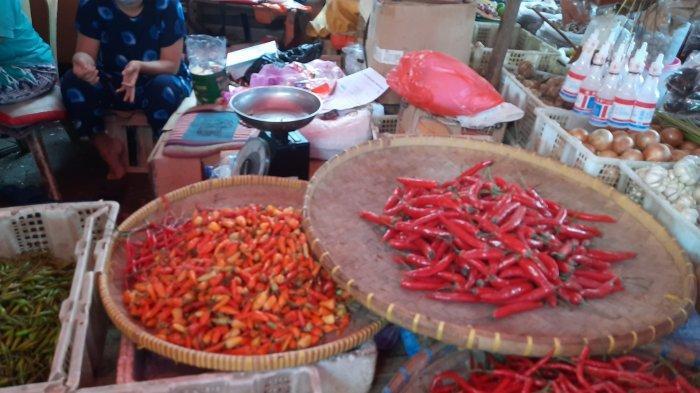 Sejumlah bahan olahan makanan di Pasar Baru Bekasi Jalan Ir. Juanda, Bekasi Timur, Kota Bekasi naik jelang Lebaran, Selasa (11/5/2021).