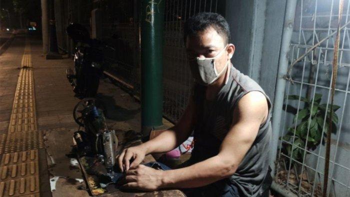 Cerita Tukang Permak di Halte Mati Sunda Kelapa, Pelangganya Nelayan, Bule Hingga Gilang Dirga