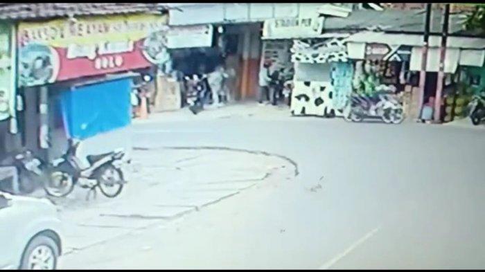Digembok Berlapis, Sepeda Motor Trail di Pasar Rebo Raib Dibawa Kabur Maling
