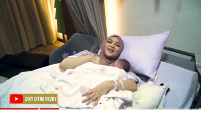Alami Momen Ini Setelah Melahirkan Anak Pertama Rezky Aditya, Citra Kirana: Aku Panik Banget