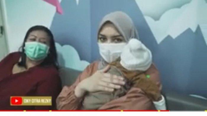 Tak Tega Lihat Sang Bayi Diambil Darah di RS, Citra Kirana Sampai Jalan ke Pintu Keluar: Panik Aku