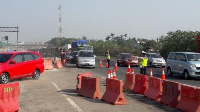 Puncak Arus Balik Libur Natal dan Tahun Baru, Contraflow Diberlakukan di Tol Cikampek KM 65