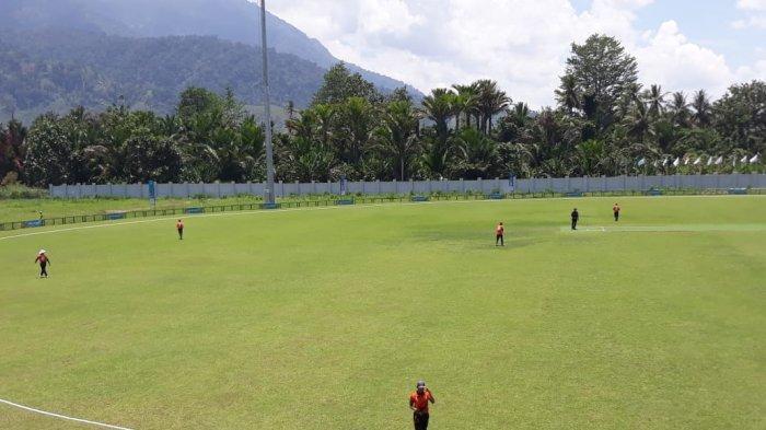 Pertandingan cricket DKI Jakarta melawan Nusa Tenggara Timur di Arena Cricket, Doyo Baru, Kabupaten Jayapura, Sabtu (25/9/2021).