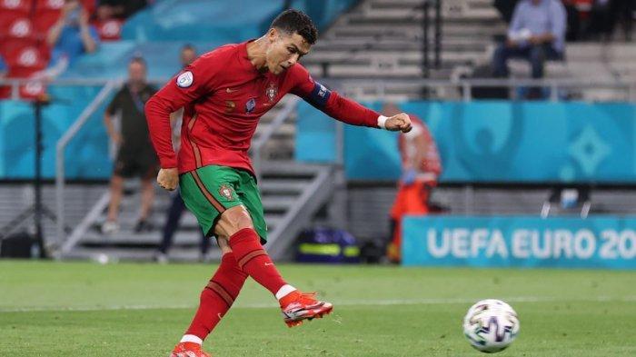 Cristiano Ronaldo mencetak gol ke gawang Perancis melalui titik putih di pertandingan terakhir babak penyisihan grup Euro 2020 atau Piala Eropa