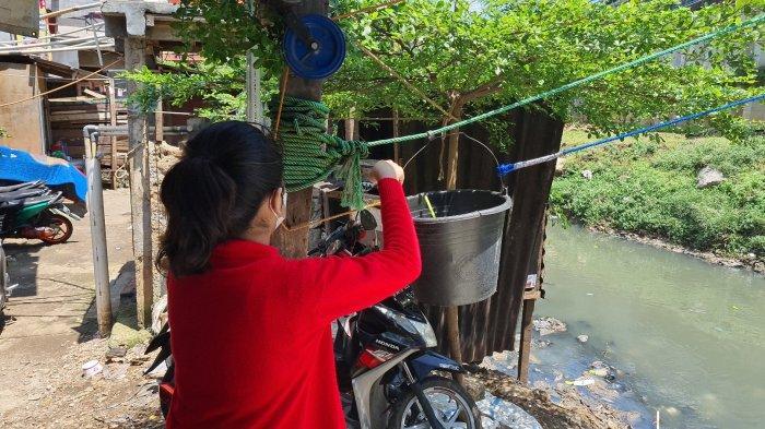 Cerita Mpok Neneng, Penjual Nasi Warung Kerekan: 10 Bungkus Nasi dan Uang Kembalian Pernah Hanyut