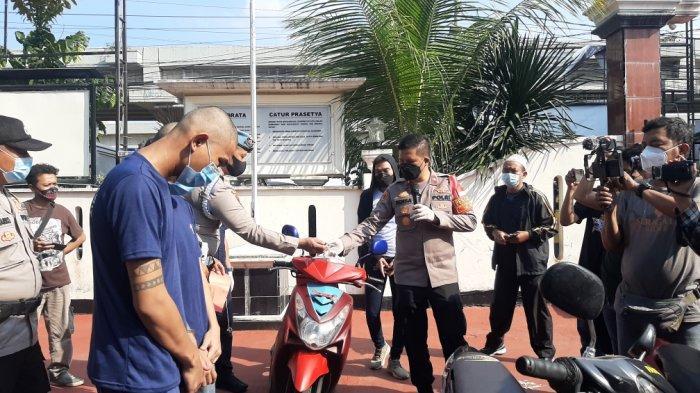 Konpers terkait pencurian sepeda motor Yamaha Mio yang menggunakan gunting sebagai pengganti letter T di Mapolsek Duren Sawit, Selasa (20/4/2021)
