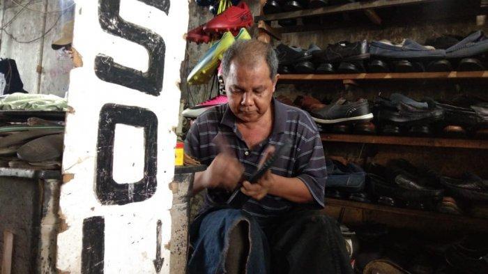 Tunggu Pelanggan, Dadang Cerita Asal Usul Tukang Sol Sepatu asal Garut Menjamur di Ibu Kota