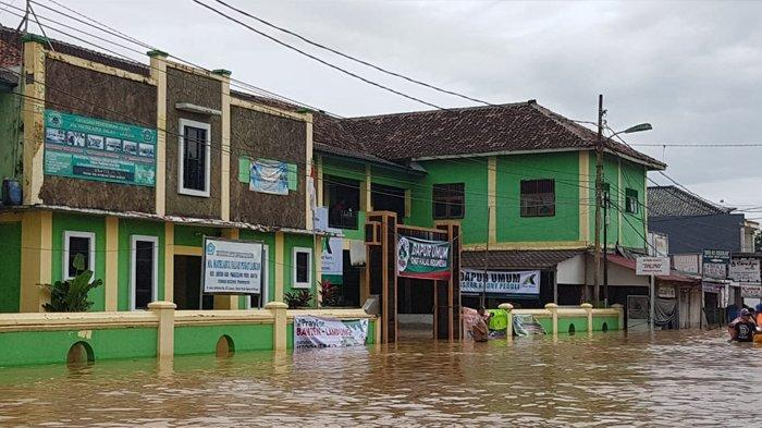 Banjir Rendam Dapur Umum Korban Tsunami Selat Sunda di Labuan