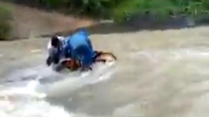 Kisah Pilu Guru Honorer di Sukabumi: Jatuh Basah Kuyup ke Sungai, Cuma Digaji Rp500 Ribu Per Bulan