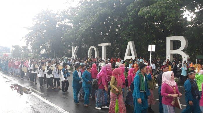 Semarak Defile Puncak Peringatan Hari Jadi ke-22 Kota Bekasi