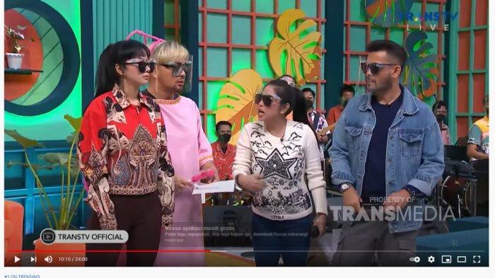 Dituding Denise Cadel Tak Netral Jadi Host, Dewi Perssik Geram Tantang Bertemu: JANGAN LARI LU!