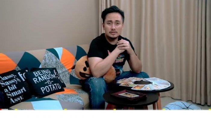 Viral Video Panas Diduga Mirip Artis GA, Denny Darko Ngaku Sudah Ramal: Saya Sedih Ini Terjadi