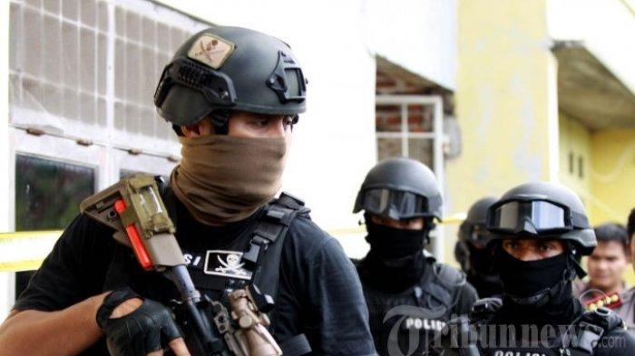Densus 88 Anti Teror Tangkap 3 Eks Petinggi FPI di Makassar, Spanduk dan Papan Nama Ikut Diamankan