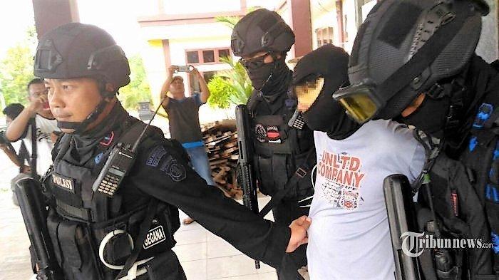 Terduga Teroris di Bekasi Kelola Yayasan Yatim Piatu dan Kerja di Perusahaan Farmasi BUMN