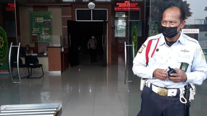 Tampak depan ruang sidang utama Pengadilan Negeri Jakarta Timur lokasi sidang Rizieq Shihab digelar, Kamis (18/3/2021).