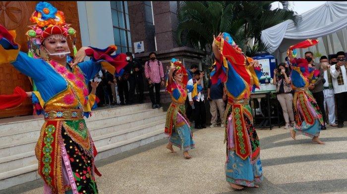 Perkampungan Budaya Betawi Setu Babakan, masuk ke dalam jajaran 50 besar Anugerah Desa Wisata dari Kementerian Pariwisata dan Ekonomi Kreatif (Kemenparekraf) 2021.