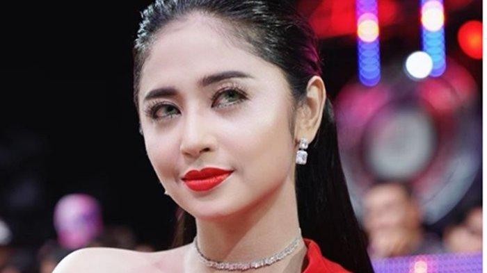 Ketika Baim Wong Dianggap Berbagi Hanya dari Sponsor, Dewi Perssik Bereaksi: Aku Kasih Tau