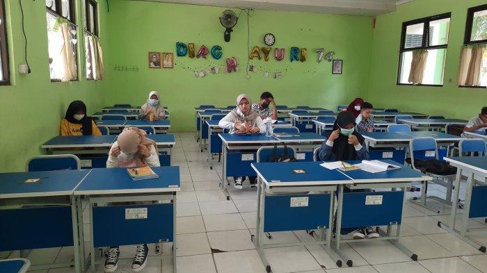 Pembelajaran tatap muka di SMP Negeri 2 Kota Bekasi Senin (22/3/2021).