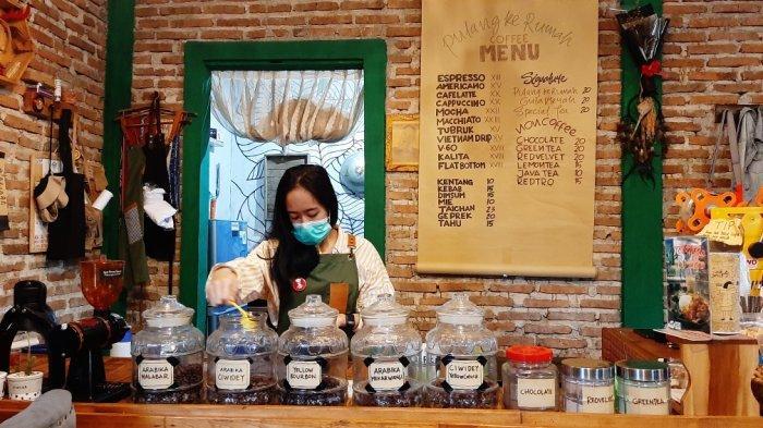 Pulang Ke Rumah Coffee: Manfaatkan Barang Bekas untuk Ornamen Kedai, Punya Penghasilan Puluhan Juta