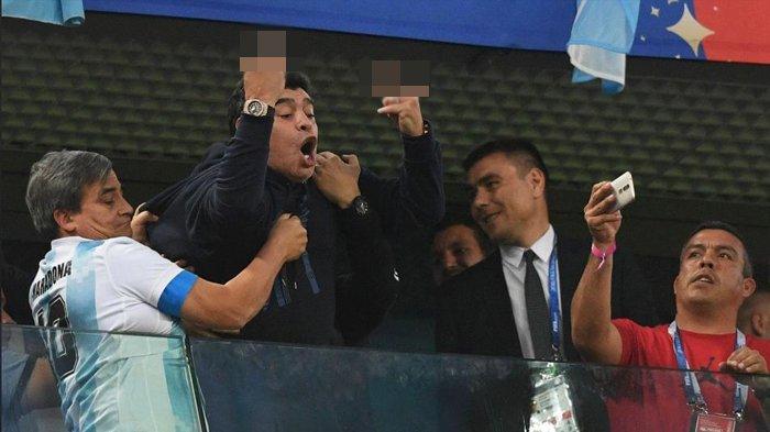 Maradona Bertingkah Konyol Saat Menonton Piala Dunia 2018 Rusia, Begini Pengakuan FIFA yang Geram