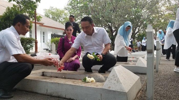 Tabur Bunga di TMP Taruna, Direksi Garuda Indonesia Kunjungi Makam Daan Mogot