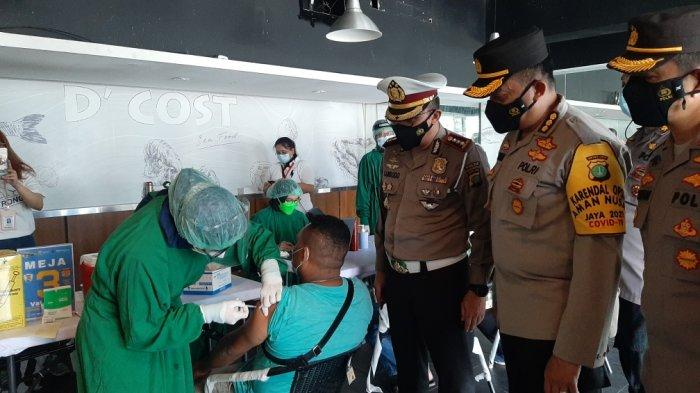 Dirlantas Polda Metro Jaya Tinjau Vaksinasi Covid-19 di Rawamangun Square