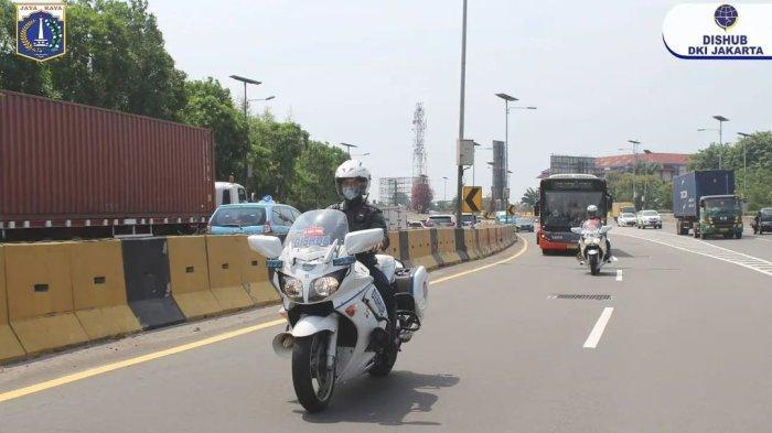 Potret Kontingen DKI Jakarta Dikawal dari Bandara Menuju Lokasi Isolasi di Hotel Grand Cempaka