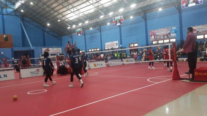 Pertandingan final sepak takraw putri antara DKI Jakarta melawan Sulawesi Selatan di GOR Trikora, Kota Jayapura, Sabtu (9/10/2021).