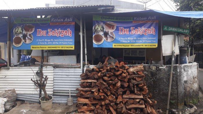 Cerita Pengrajin Dodol Betawi di Pasar Minggu Menatap Lebaran: Berusaha Bangkit Usai Dipukul Pandemi - dodol-ibu-zakiyah-4.jpg