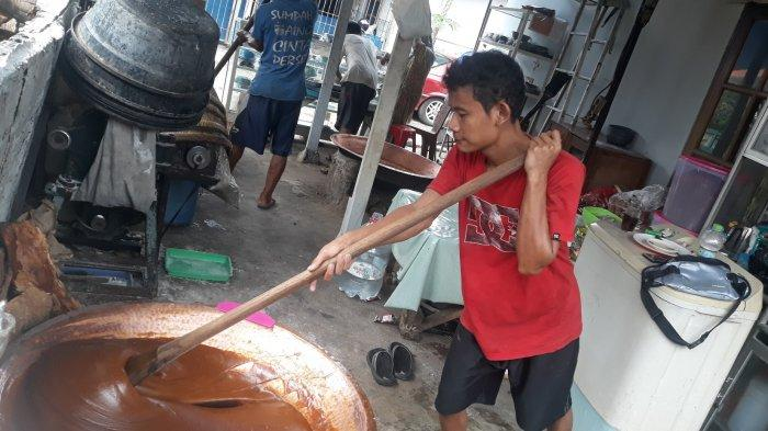 Cerita Zakiyah, Perajin Dodol Betawi di Pasar Minggu: Jelang Lebaran, Pernah Produksi 80 Kuali Dodol