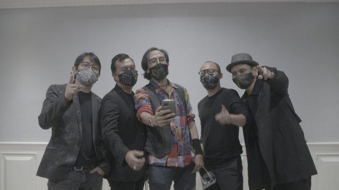 Padi Reborn merilis lagu pendek berjudul Ingat Pesan Ibu, Kamis (1/10/2020). Lagu Ingat Pesan Ibu adalah pengingat masyarakat untuk disiplin menerapkan protokol kesehatan 3M; memakai masker, mencuci tangan dengan sabun, menjaga jarak dan menghindari kerumunan.