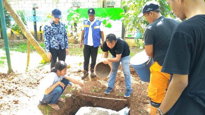 Bantu Antisipasi Banjir, Dosen dan Mahasiswa Universitas Mercu Buana Buat Sumur Resapan