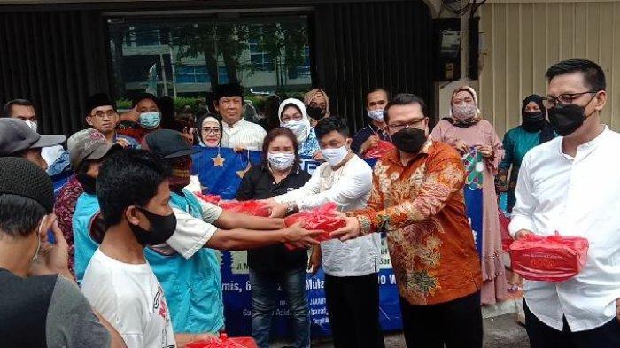 Ramadan Berbagi, Peradi Jakarta Barat Bagi-bagi Sembako dan Takjil di Sejumlah Lokasi
