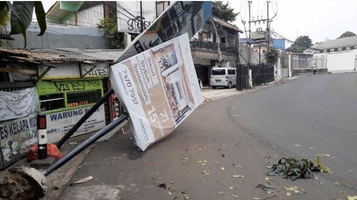 Polisi Pasrah, Bus Transjakarta Penyebab Baliho Ambruk di Cirendeu Tidak Terungkap