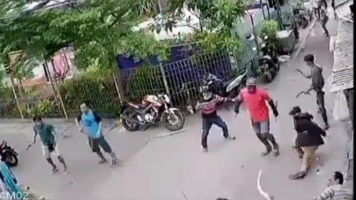 Diduga Rebutan Lahan Tempat Parkir, Dua Kelompok Pemuda di Papanggo Saling Serang Pakai Sajam