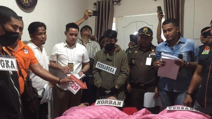 Pucat di Rekonstruksi Pembunuhan, Zuraida Hanum Ternyata Lakukan Ini di Samping Jasad Hakim PN Medan