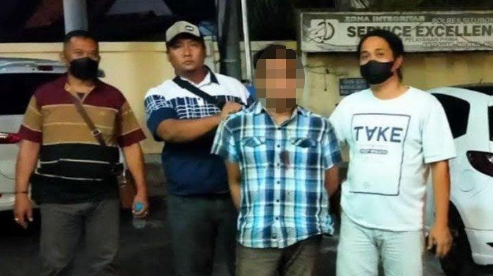 Pelaku yang membawa kabur motor sahabatnya sendiri saat ditangkap aparat Polres Situbondo, Jawa Timur.