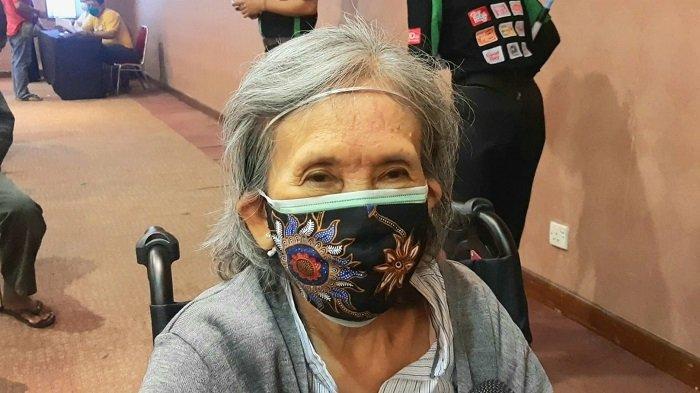 Sudah Berusia 77 Tahun, Elly Tak Ragu Disuntik Vaksin Covid-19