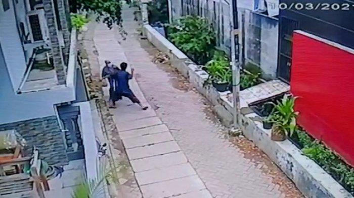 Viral Video Emak-emak Ditonjok Pria Tak Dikenal Sampai Berdarah di Tangerang, Ini Penjelasan Saksi