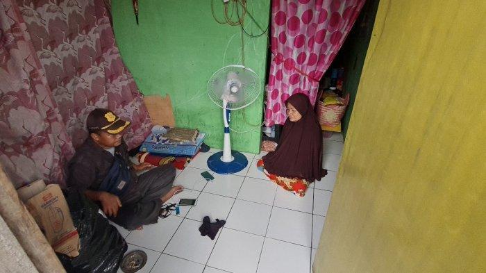 Sering Makan Nasi dan Kecap Selama Pandemi, Wanita Paruh Baya di Tanjung Barat Dikirim Sembako Warga